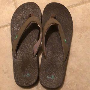 Sanuk Women brown flip flop